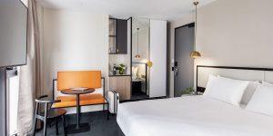 Brady-Hotels-Jones-Lane----king-room-1200x600